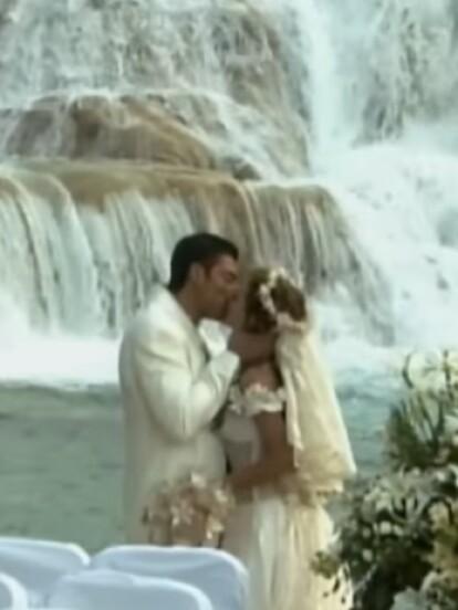 Abrázame muy fuerte: Una de las telenovelas que tuvo uno de los finales más espectaculares de la televisión abierta mexicana fue la que Fernando Colunga protagonizó junto a Aracely Arámbula.