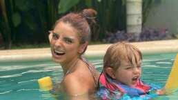 Kailani ya es toda una sirenita: se divierte nadando en un cenote