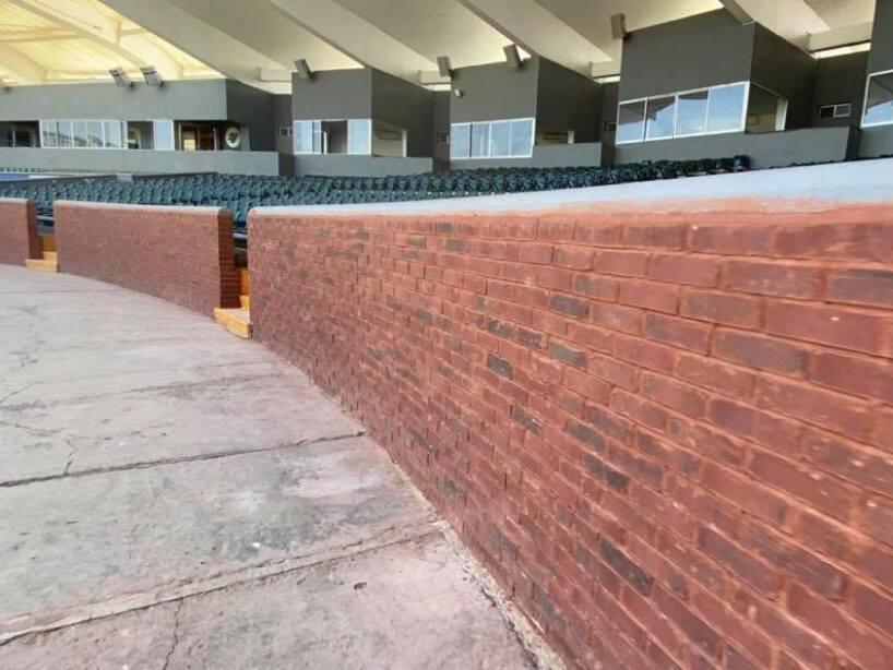 Aspecto de la fachaleta de ladrillo en el Estadio Madero 2.jpg