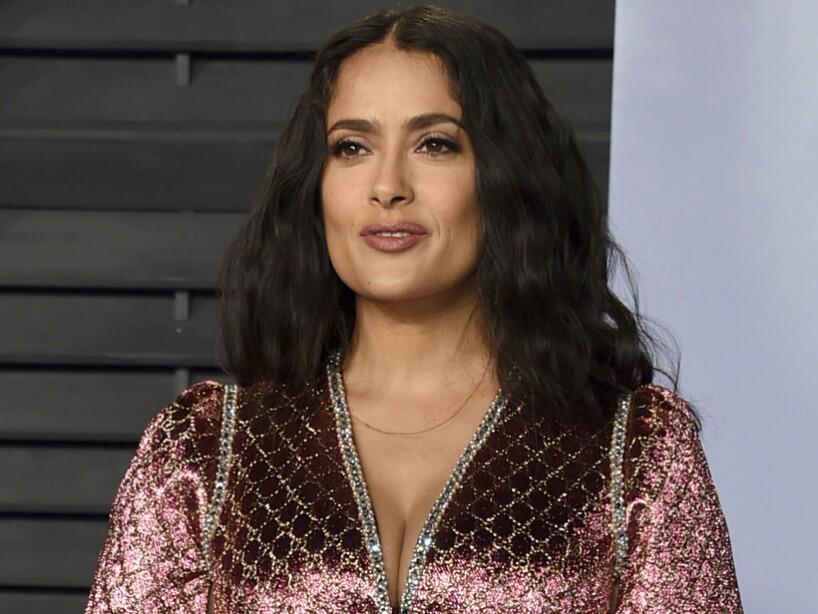 9f557994a4 Salma Hayek resalta su cintura con elegante vestido