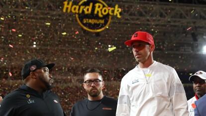 El head coach de los San Francisco 49ers, Kyle Shanahan, continúa sin poder ganar el Super Bowl. Sufre su segunda derrota en los últimos cuatro años, pues en 2017 fracasó con los Atlanta Falcons como coordinador ofensivo y ahora cae con los 49ers en 2020.