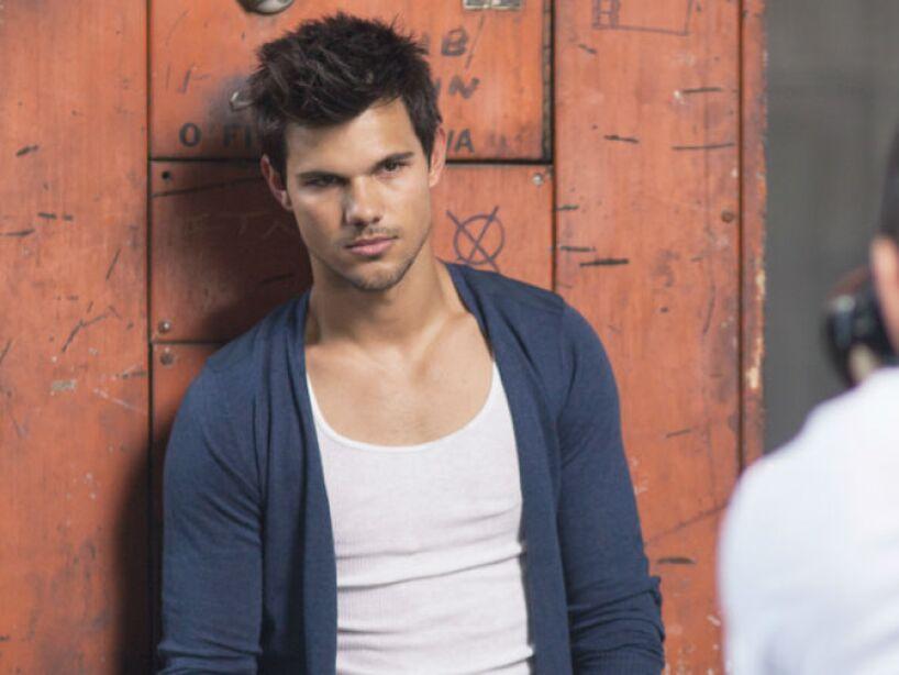 14. Taylor Lautner: ¿Le conocen alguna novia a la estrella de Crepúsculo? Exacto...
