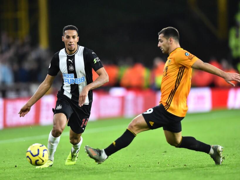 Raúl Jiménez y los Wolves se alejan de puestos de UEFA CL; empataron por la mínima diferencia. Almirón (7') abrió el marcador para los visitantes y Dendoncker (14') emparejó los cartones.