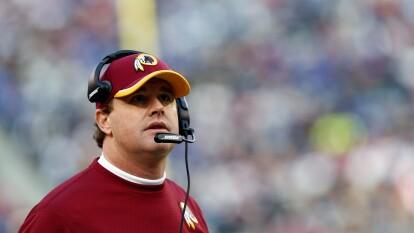 Jay Gruden deja de ser entrenador de los Washington Redskins posterior a su derrota contra los New England Patriots 33-7 durante la semana 5.