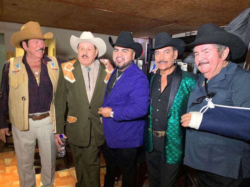 El Mimoso canta clásicos norteños junto a estrellas como Lalo Mora, Eliseo Robles y más | Experiencias | Bandamax
