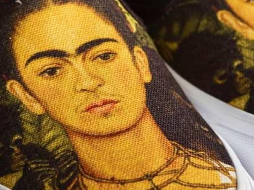 Vans se inspira en la pintura mexicana y lanza línea con obras de Frida Kahlo