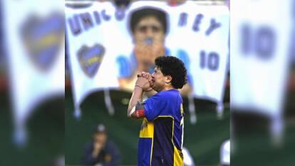 Maradona en su homenaje del 10 de noviembre de 2001 en La Bombonera.