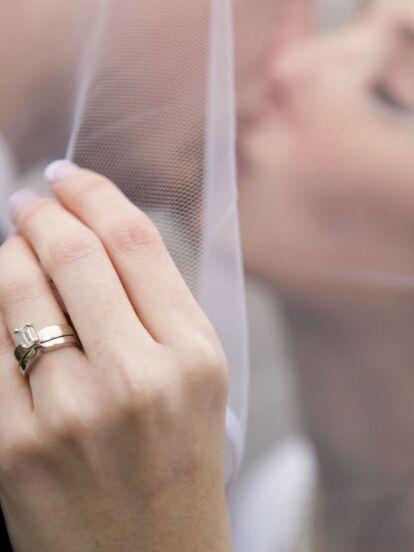 Mira qué joya usar el día de tu boda para tener un matrimonio feliz y lleno de amor