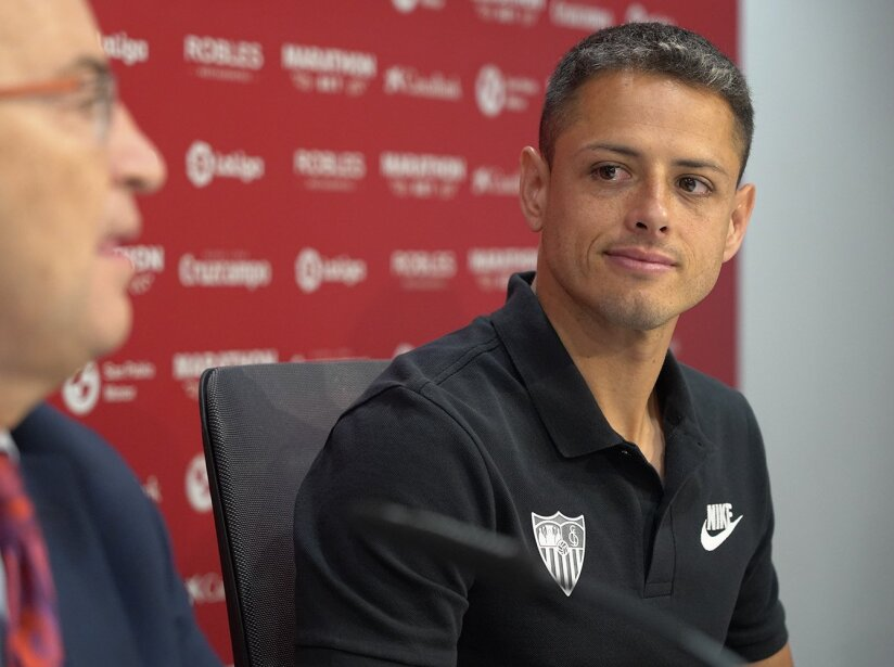 Chicharito firma.jpg