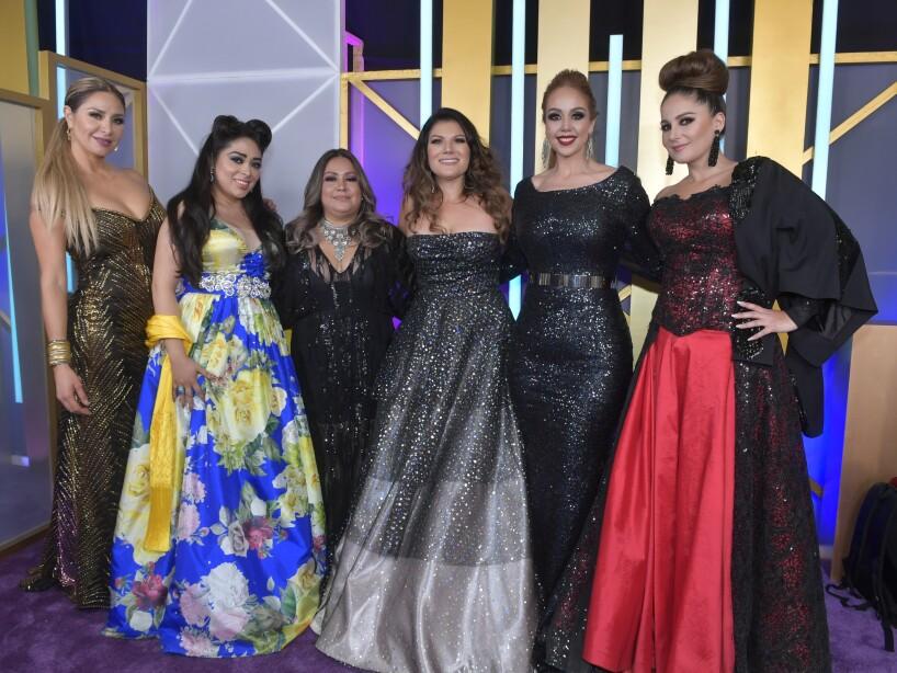 Las Mujeres del Regional en la Alfombra Morada