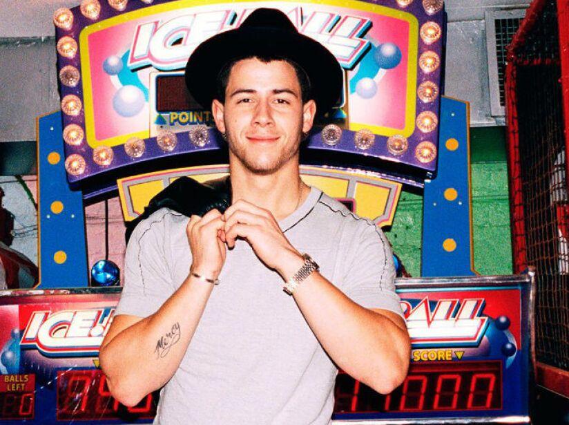 10. Nick Jonas: Al cantante y actor le gusta consentirse con varias pizzas cuando es su día libre de dieta.