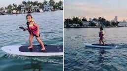 '¡Renny Rocks!': Hija de Jacky Bracamontes sorprende al surfear ¡sin ayuda de papá!