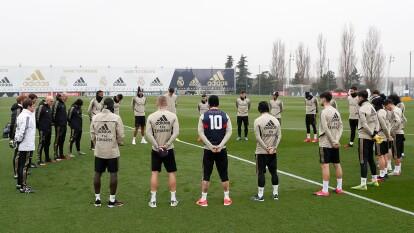 El Real Madrid guardó un minuto de silencio previo a su entrenamiento en memoria de Kobe Bryant.