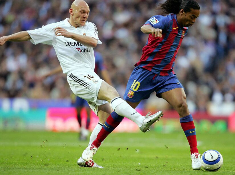 Real Madrid's Danish Gravesen (L) vies f