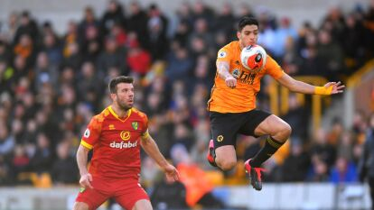Raúl Jiménez brilló en la goliza de los Wolves; el Manchester United goleó 3-0 al Watford y El Arsenal venció 3-2 al Everton.