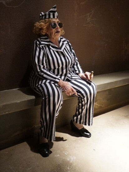 Crisanta denunció a Doña Imelda por falsificar el acta de defunción de Canuto, por lo que visitó la prisión unas horas.