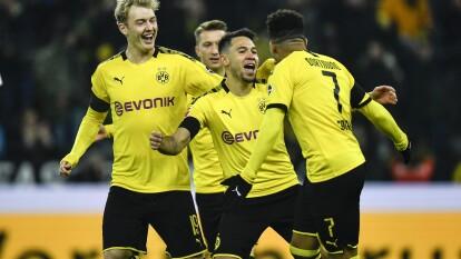 En el inicio la J19 los dirigidos por Lucien Favre golearon 4-1 a Köln y se quedan a cuatro puntos del primer lugar del torneo. Guerreiro (1'), Reus (29') y Sancho (48') marcaron los primeros tres goles. Uth (65') descontó para Köln y Haaland (77', 87') selló el marcador. Dortmund llegó a 36 puntos en la cerrada cima de la Bundesliga.