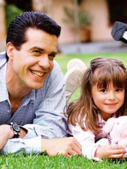 Uno de los actores más destacados en la era de Televisa Niños fue el venezolano Miguel de León, quien dio vida al padre de las protagonistas en las telenovelas 'Carita de Ángel' y 'Alegrijes y Rebujos'.