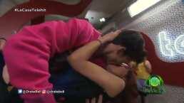 Drake Bell besa en la boca a una fan en La Casa Telehit