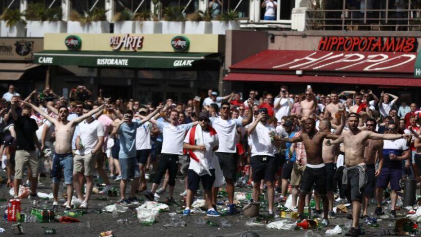 Hooligans provocan destrozos durante la Eurocopa Francia 2016