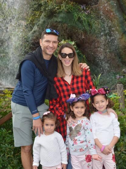 Jacqueline Bracamontes comparte a través de Instagram algunos de los mejores momentos de sus hijas.
