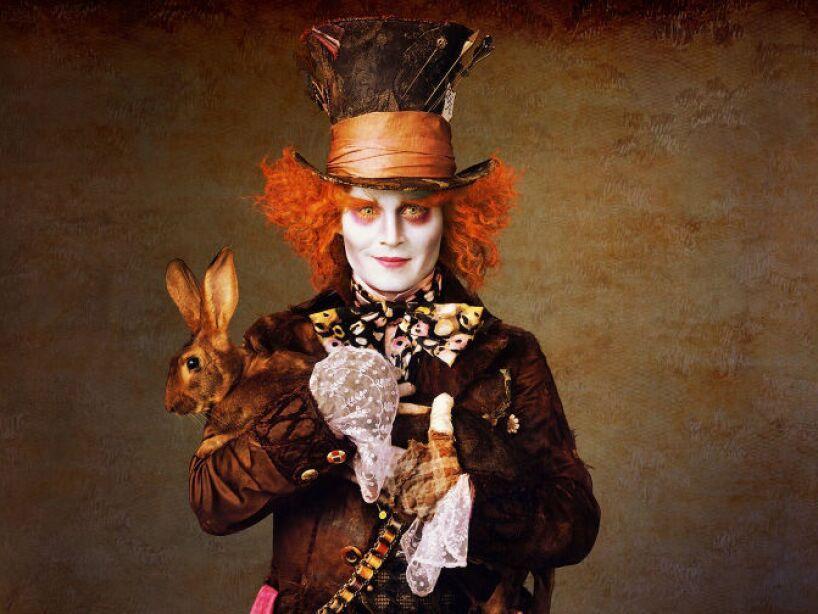 5. Alice in Wonderland (2010): Tim Burton reimaginó la clásica Alice in Wonderland, donde Depp interpretó al Mad Hatter.
