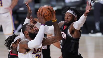 Los Lakers repiten dosis y con un maracdor de 112-102 a favor, los comandados por LeBron James vencen a los Clippers en el juego tres.