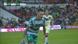 ¡Santos le da la voltereta! Gol de penalti y 1-2 de Brian Lozano