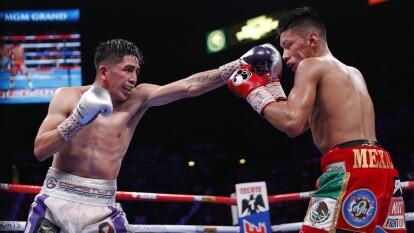 'El Terremoto' Santa Cruz obtuvo su cuarto cetro en el mismo número de categorías y se unió a un selecto grupo de boxeadores mexicanos.