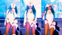 Karol G se llena de emociones y llora en plena canción en vivo