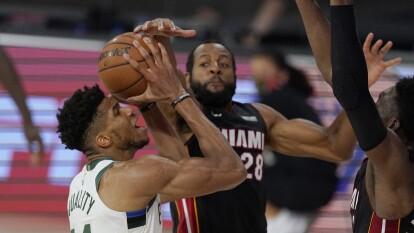 Los Milwaukee Bucks cayeron de nuevo ante el Miami Heat   El tercer juego de la serie fue para los de Miami con un marcador de 115-100.