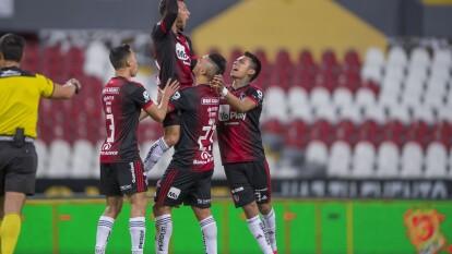 Con goles de Luciano Acosta y Javier Correa, Atlas gana y se queda con los puntos.
