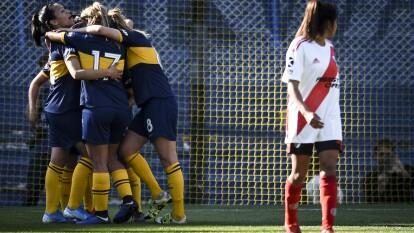 Boca Juniors venció 5-0 a River Plate en el primer Superclásico femenil de la era profesional.