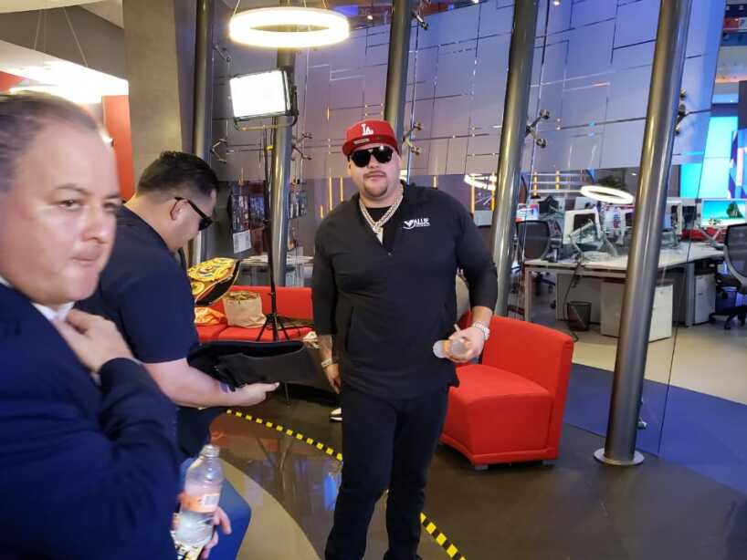 Andy Ruiz visitó las instalaciones de TUDN