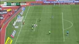 ¡El poste evita el segundo! Carlos González se quedó cerca