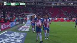 Alexis Vega sombrerito y golazo para adelantar a Chivas