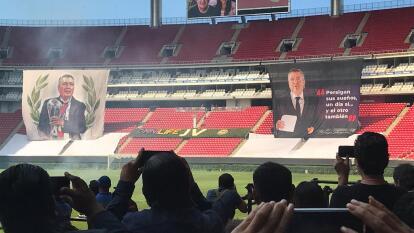 Jugadores, directivos, familia y amigos se reunen en el Estadio Akron para darle un último adiós a Jorge Vergara.