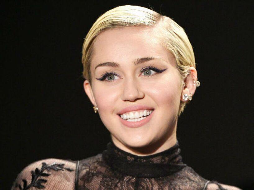 9. Miley Cyrus: No hace mucho, la extravagante cantante reveló que su apartamento en Londres está encantado.