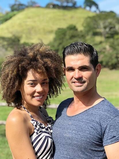 Ferdinando Valencia y Brenda Kellerman confirmaron hace unos días que esperan mellizos y con estas fotos la modelo presume su embarazo.