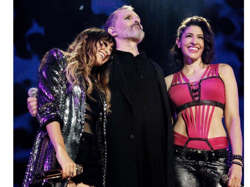 Miguel Bosé acompañó a Ha*Ash en el cuarto concierto del dueto mexicano