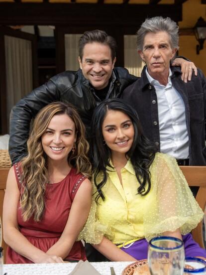 """El elenco y el equipo de producción de """"Fuego Ardiente"""" se reunieron para el inicio oficial de las grabaciones de la telenovela."""