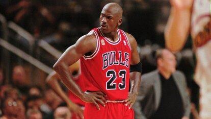 El deporte, como en todo, cambia, evoluciona y se adapta. Después de 21 años del retiro del jugador más grande de la NBA, éstos son los cambios más significativos en el basketball.