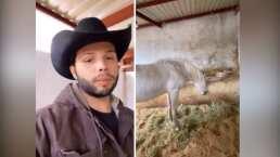 Leonardo Aguilar presume el caballo que, durante muchos años, montó don Antonio