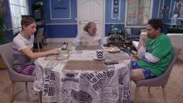 Benito juega póker de prendas con Doña Jovita