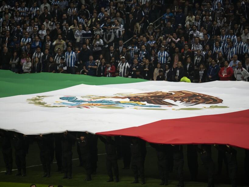 La afición de Monterrey llegó puntual a la cita.