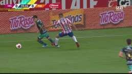 ¡Problemas para Chivas! Alan Torres es expulsado por un pisotón