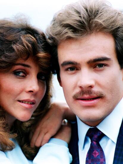 Verónica Castro cautivó al público en 1987 al protagonizar la telenovela 'Rosa Salvaje', historia que regresará a la pantalla del canal de paga TLNovelas. A continuación, te compartimos algunas fotografías inéditas de esta producción.