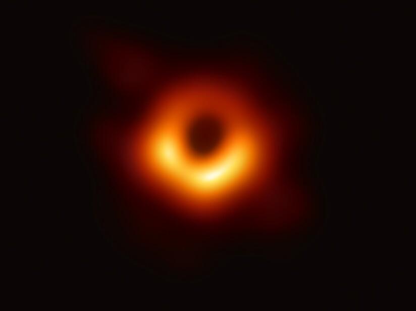 The Event Horizon Telescope captó por primera vez una fotografía de un agujero negro