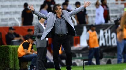 Con el Toluca, La Volpe venció al Atlas, equipo al que ha dirigido en dos etapas diferentes (1997-2001 y 2009-10).