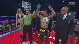 Micky Román hace exitosa defensa de su título ante 'Gusano' Rojas